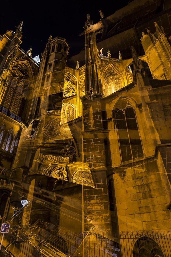 F13 : La Cathédrale Saint-Etienne - vue de la Place d'Armes - Renversant