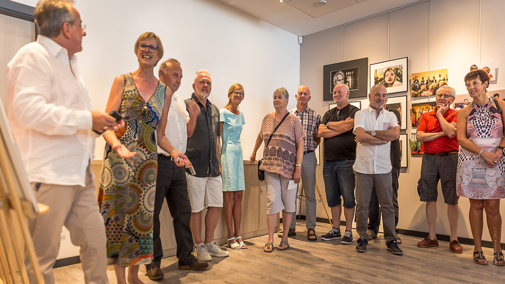 LEXPO-de-mes-EXPOS-VERNISSAGE-Photos-en-groupe23062017-MG-6517.JPG