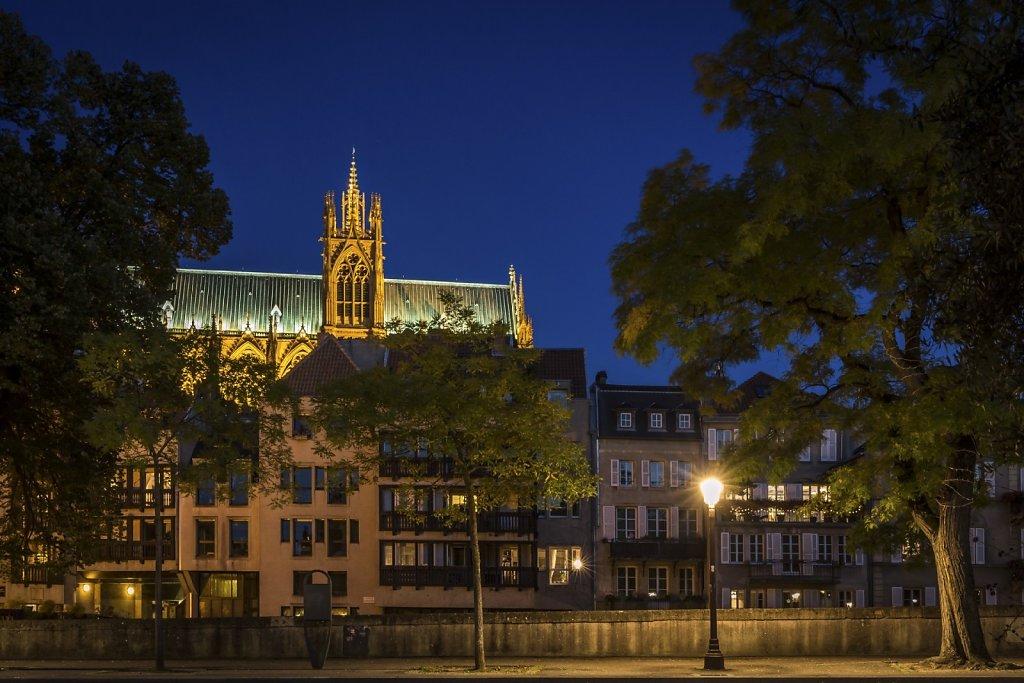F12 : La Cathédrale Saint-Etienne - vue de la Place de la Comédie (L'heure bleue)