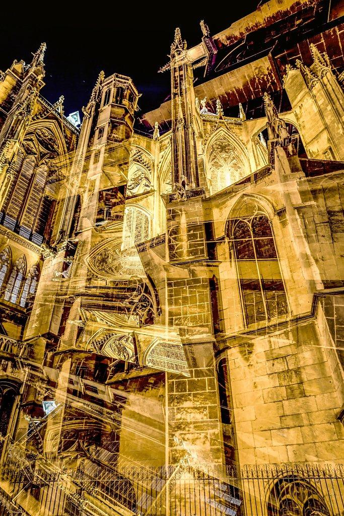 13-La-Cathedrale-Saint-Etienne-vue-de-la-Place-dArmes-Renversant-MG-0491.jpg