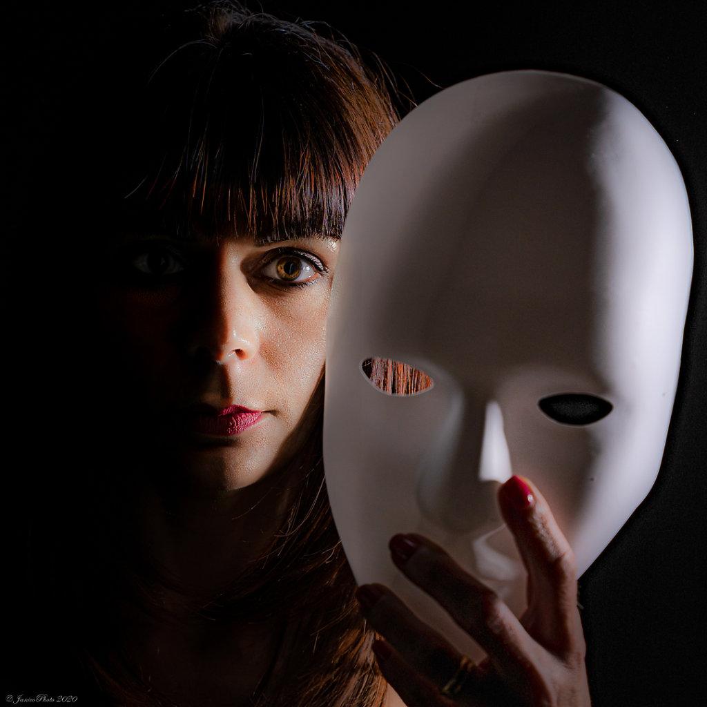 Melanie-Studio-Emotions-Masque-DSC0063323-juin-2020-ppDSC00612-pp23-juin-2020.jpg